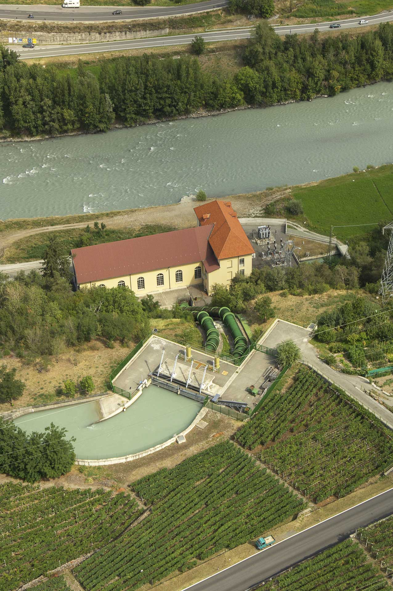 Centrale idroelettrica Gruppo CVA in Aymavilles produzione energia rinnovabile