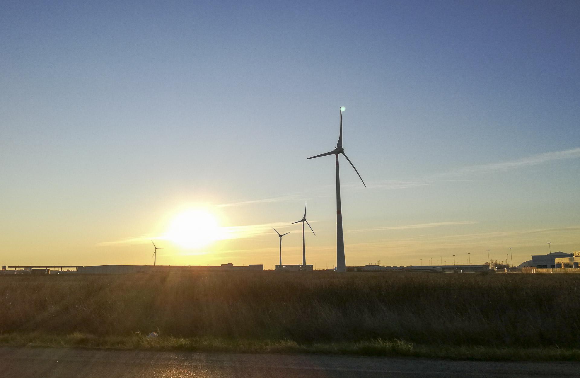 Impianto energia eolica verde rinnovabile Pontedera